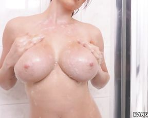 Nude amateur leaves hubby to tape her when naked in the shower